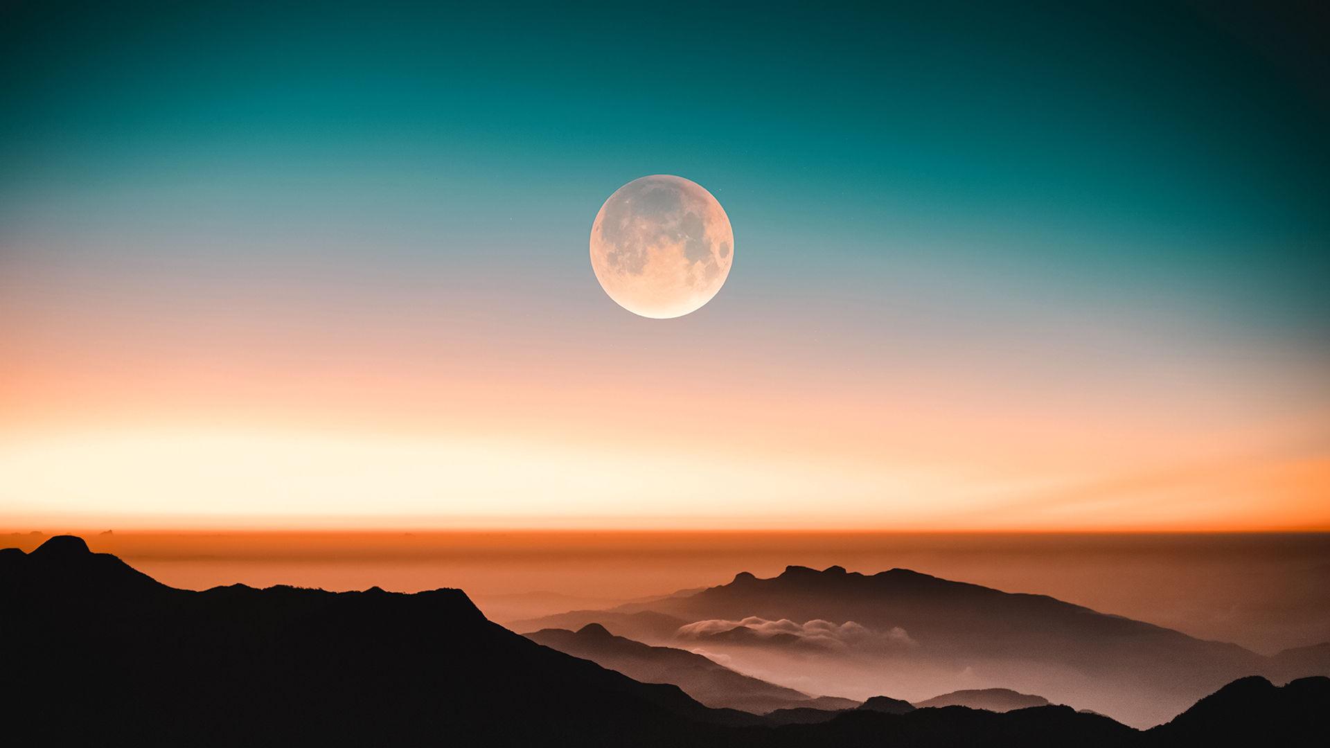 Полная Снежная Луна сияет рядом с ярким Регулом
