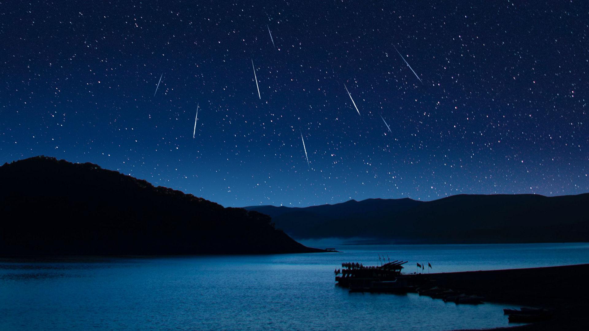 Пик активности метеорного потока Гамма-Нормиды