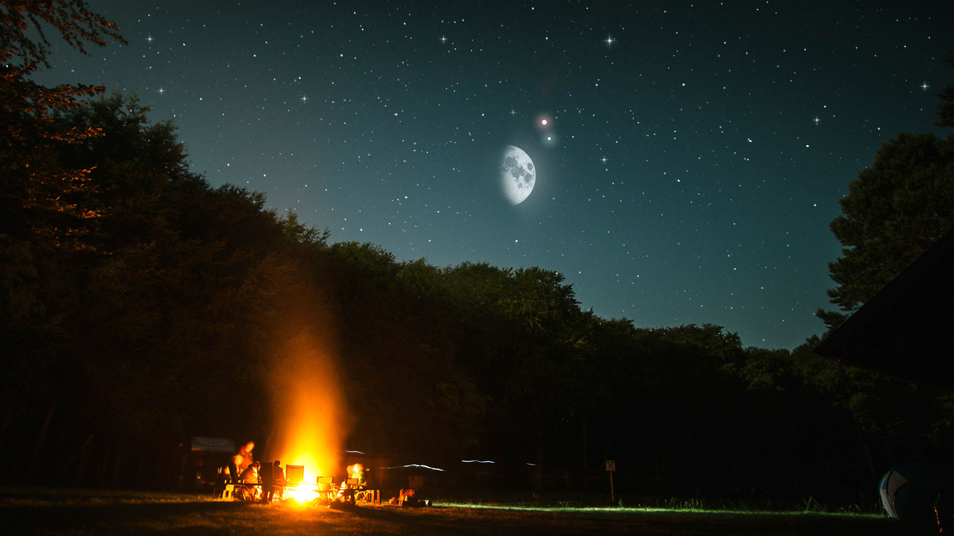 The Moon, Mars, and Uranus Gather in the Evening Sky